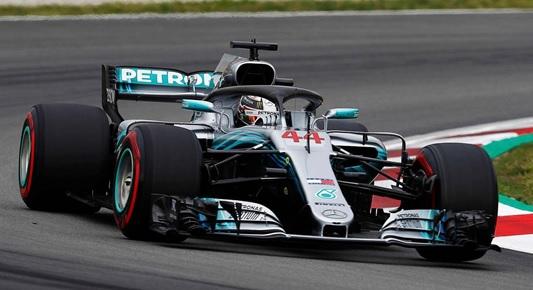 Vitória de ponta a ponta do inglês a bordo do seu Mercedes W09