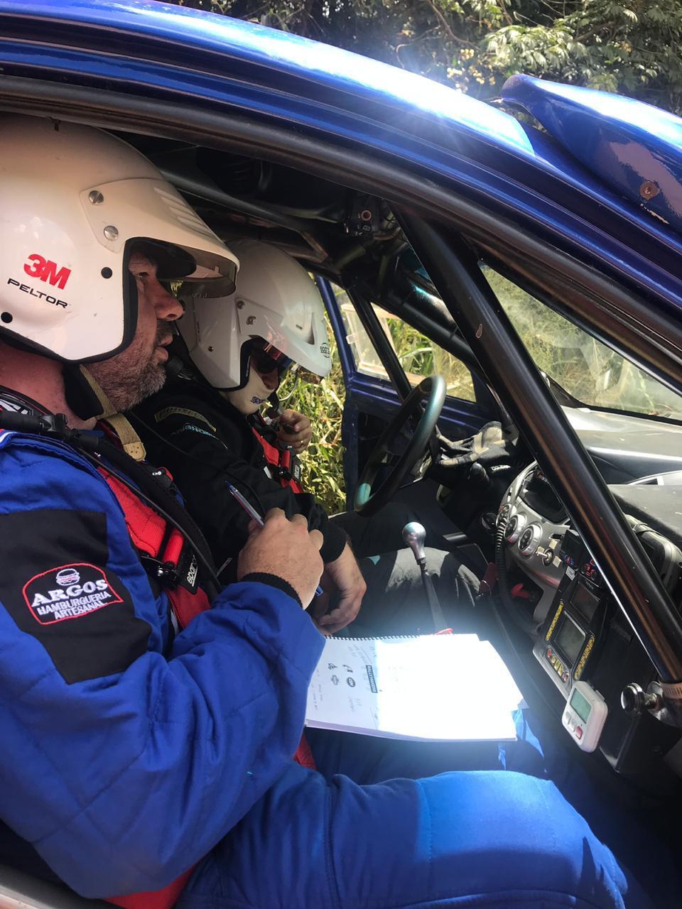 O piloto Wellington Costa e seu navegador Rodrigo Mendonça preparam-se para os desafios a frente.