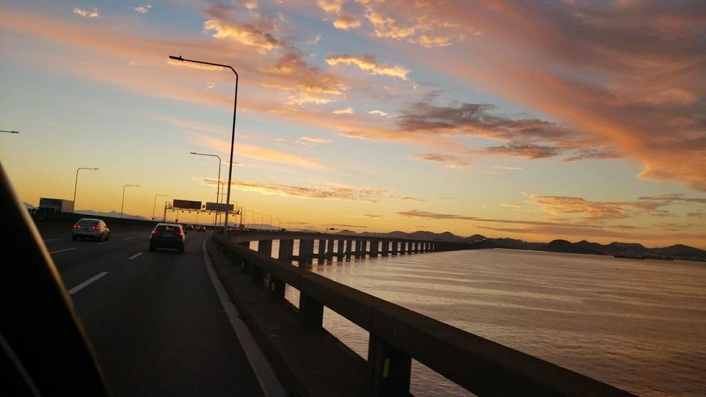 O inicio do dia anunciava boas intenções dos céus para com o automobilismo carioca.